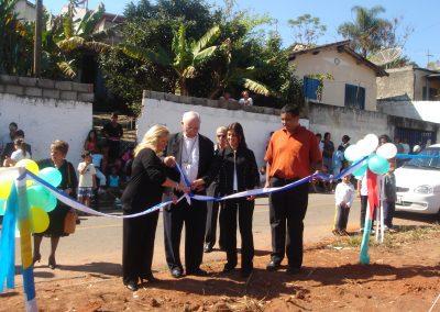 Inaugurazione dell'acquisto del terreno con il taglio del nastro